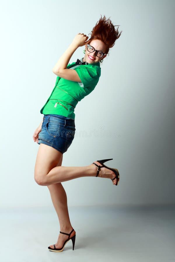 Het mooie vrouw dansen stock foto's