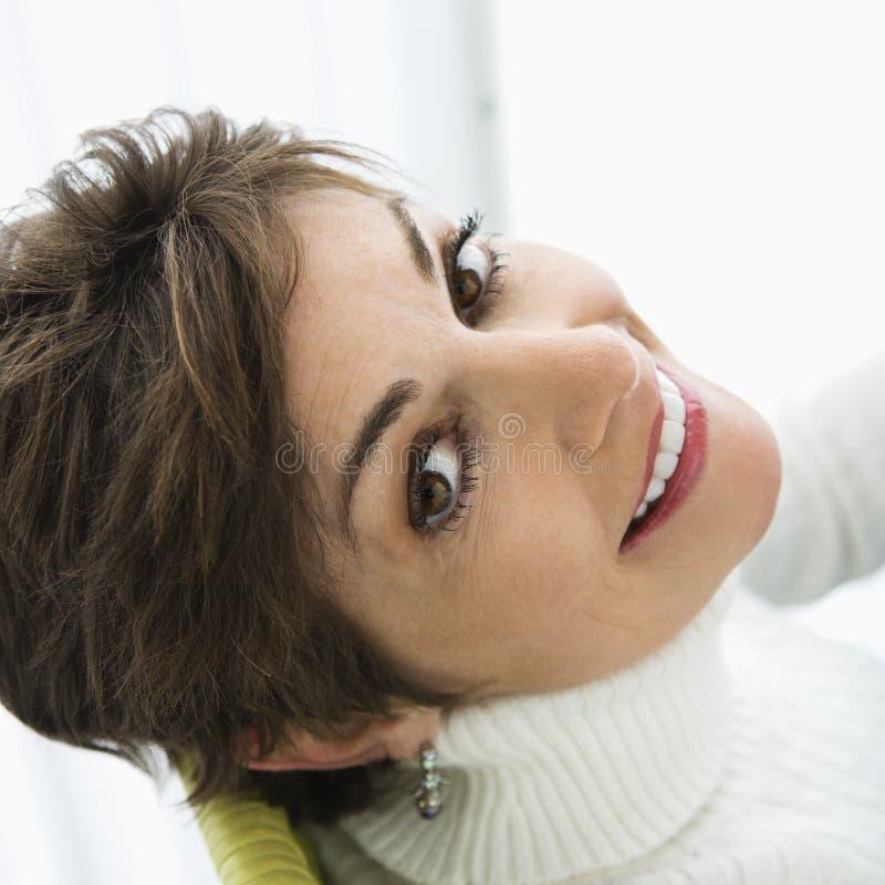 Het mooie vrouw glimlachen. stock afbeeldingen