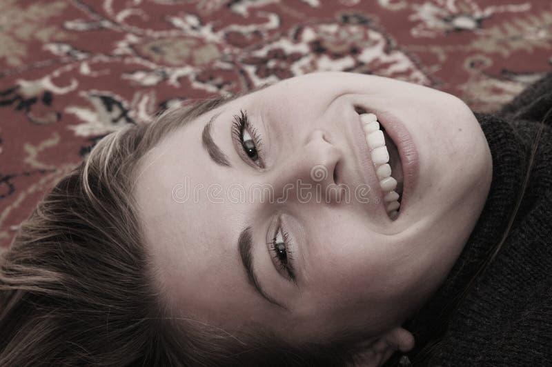 Het mooie vrouw glimlachen stock afbeeldingen