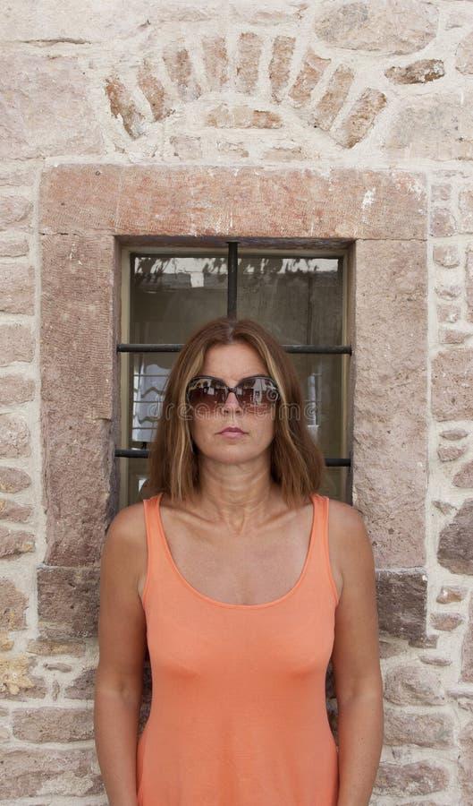 Het mooie vrouw stellen stock fotografie