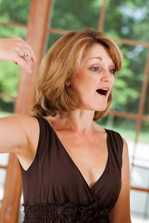 Het mooie Zingen van de Vrouw stock afbeeldingen