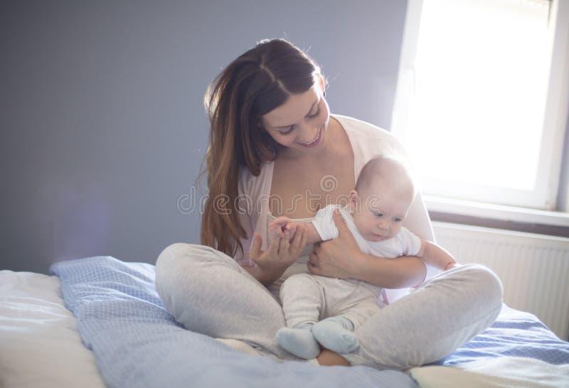 Het mooiste ding in de wereld moet een moeder zijn stock afbeeldingen