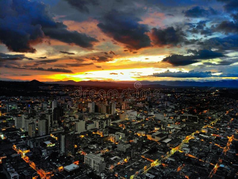 het mooiste ding moet zien hoe een zonsondergang valt stock afbeelding