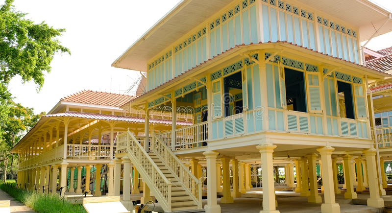 Het mooiste Marukhathaiyawan-Paleis van Paleismrigadayavan dat op Hua Hin, Phetchaburi, Thailand wordt gevestigd stock foto's