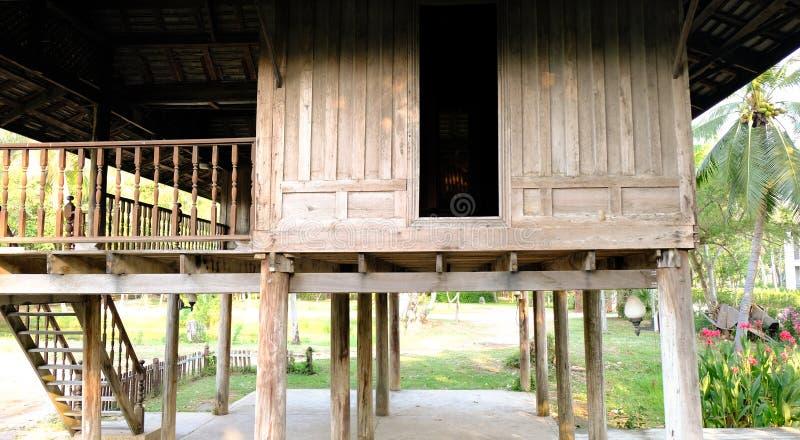 Het mooiste Thaise die Huis in Phetchaburi Thailand wordt gevestigd royalty-vrije stock afbeelding