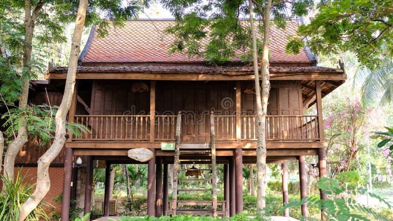 Het mooiste Thaise die Huis in Phetchaburi Thailand wordt gevestigd stock afbeeldingen