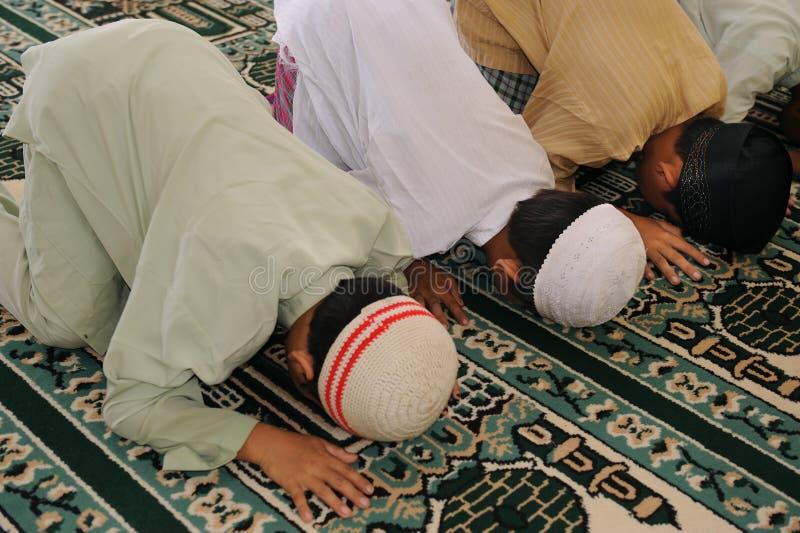 Het moslim Bidden van Jonge geitjes stock fotografie