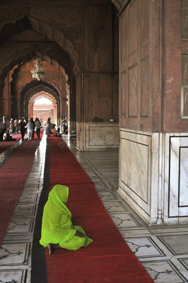 Het moslim zwangere vrouw bidden royalty-vrije stock foto
