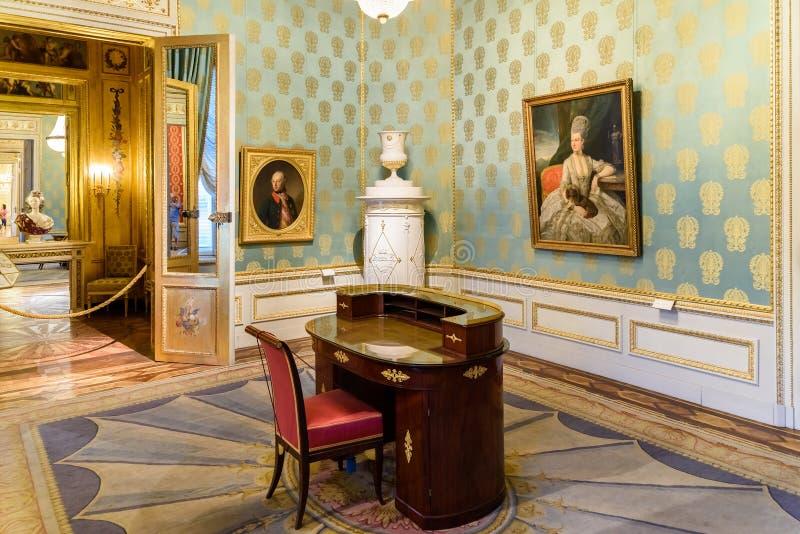 Het museum van Albertina in Wenen stock afbeeldingen