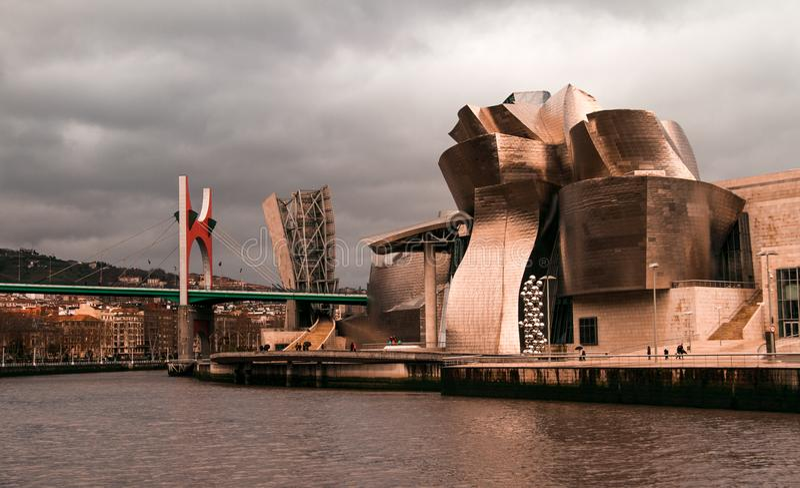 Het museum van Guggenheim in Bilbao royalty-vrije stock fotografie