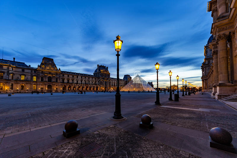Het Museum van het Louvre - Parijs stock afbeelding