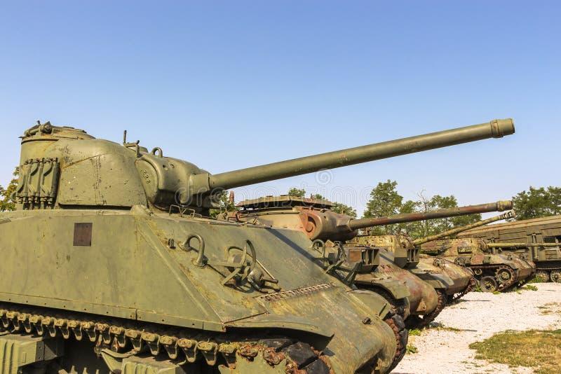 Het Museum van Legerinzamelingen van de Kroatische Geboortelandoorlog in Karlovac die de Kroatische tanks van M4A3E4 tonen Sherma stock fotografie