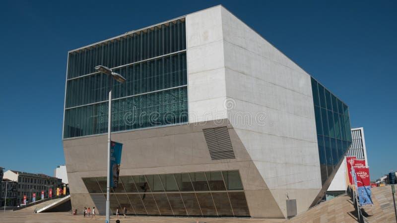 Het Muziekhuis, of Casa DA Musica, het trefpunt van het muziekoverleg in Porto, Portugal royalty-vrije stock fotografie