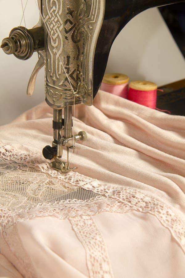 Het naaiende materiaal van de kantkleding stock foto's