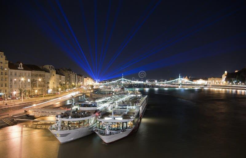 Het nachtleven in Boedapest royalty-vrije stock fotografie