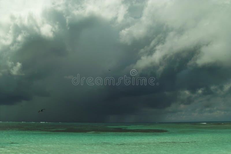 Het naderbij komen onweersbui stock fotografie