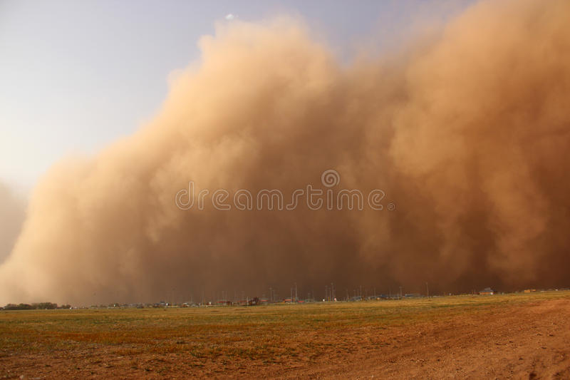 Het naderbij komen van de stofstorm   stock foto's