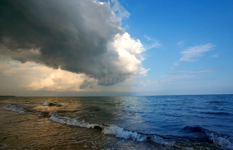 Het naderbij komen van het onweer stock afbeeldingen