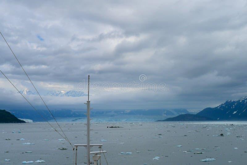 Het naderen van de Hubbard-Gletsjer in Alaska stock foto