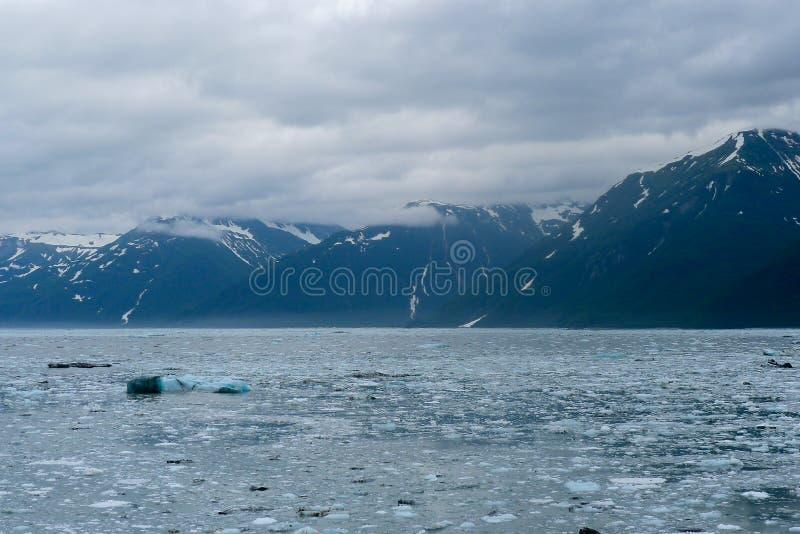 Het naderen van de Hubbard-Gletsjer in Alaska stock foto's