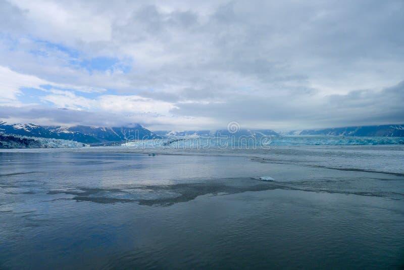 Het naderen van de Hubbard-Gletsjer in Alaska stock fotografie