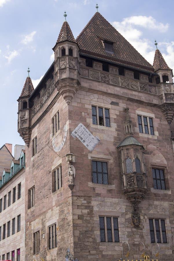 Het Nassau Huis een middeleeuwse woontoren in Nuremberg, Kiem royalty-vrije stock afbeeldingen
