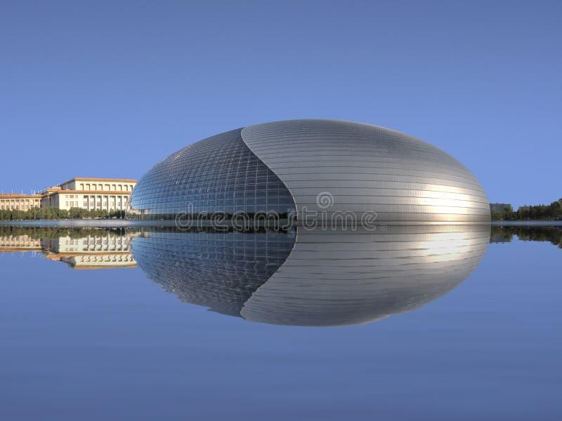 Het Nationale Grote Theater van China met Bezinning royalty-vrije stock afbeelding