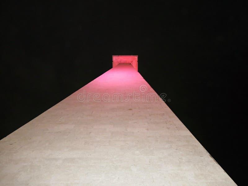 Het Nationale Monument Indonesiër: Monumen Nasional, afgekorte Monas is 132 m 433 voet-toren in het centrum van Merdeka-Vierkant, stock foto's