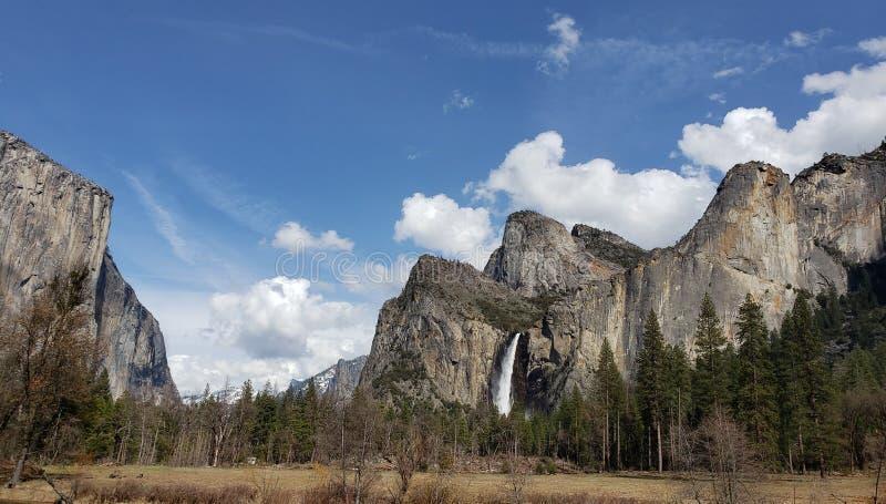 Het nationale park van Yosemite van de grondmening stock afbeeldingen