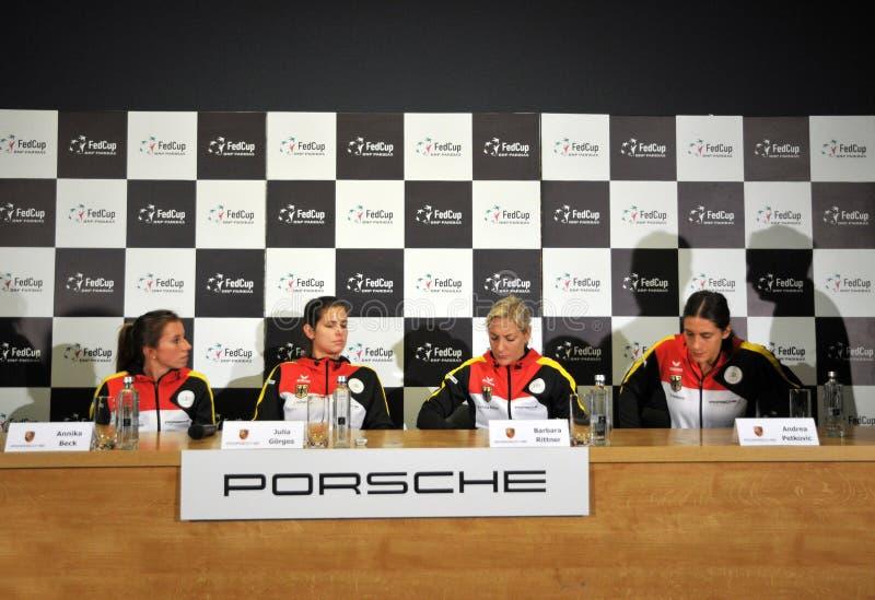 Het nationale Team van het Vrouwentennis van Duitsland tijdens een persconferentie royalty-vrije stock afbeelding
