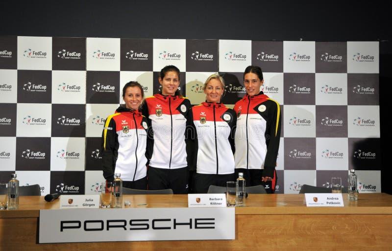 Het nationale Team van het Vrouwentennis van Duitsland tijdens een persconferentie stock foto's