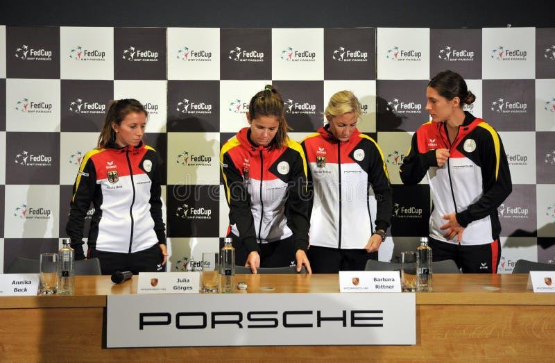 Het nationale Team van het Vrouwentennis van Duitsland tijdens een persconferentie stock afbeelding
