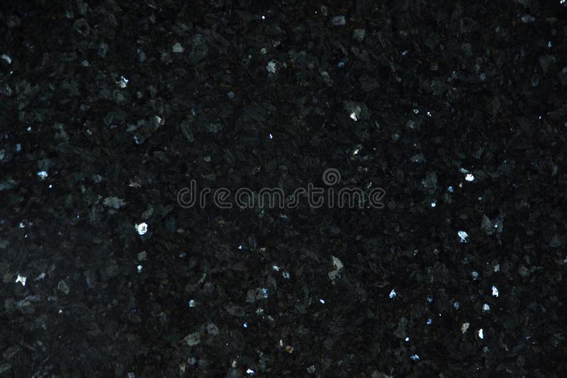 Het natuurlijke graniet van zwarte kleur met heldere fonkelingen wordt genoemd Emerald Pearl stock afbeelding