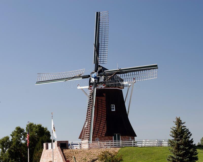 Het Nederlandse landschap van windmolens royalty-vrije stock afbeelding