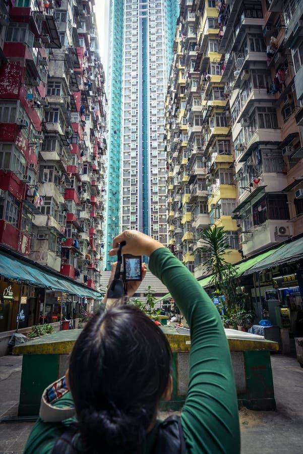 Het nemen van een foto van gebouwen stock afbeeldingen