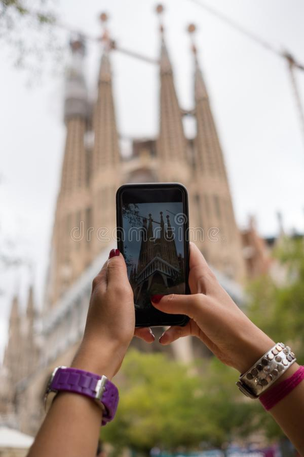 Het nemen van foto van Sagrada Familia royalty-vrije stock afbeelding