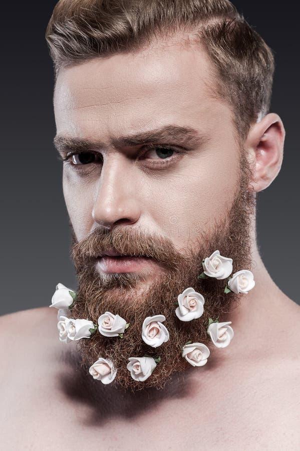 Het nemen van goede zorg van zijn baard stock afbeelding
