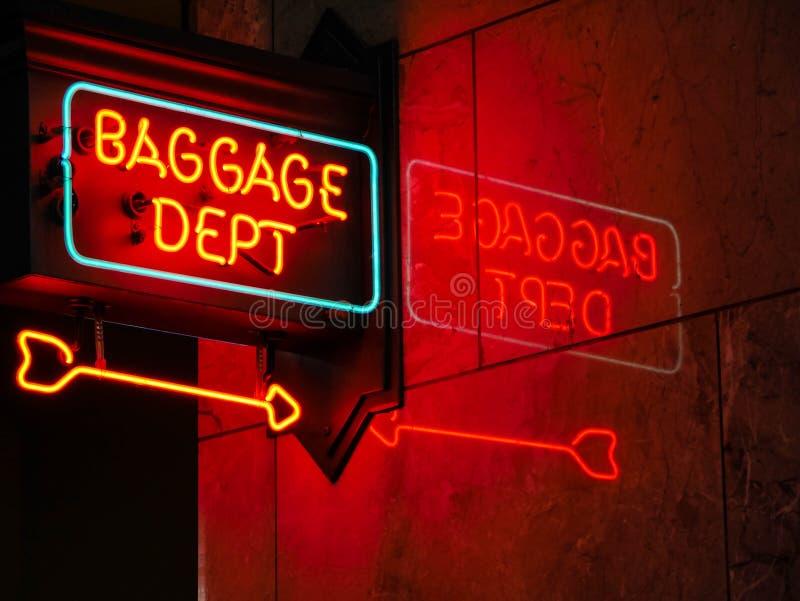 Het neonteken van de bagageafdeling royalty-vrije stock afbeelding