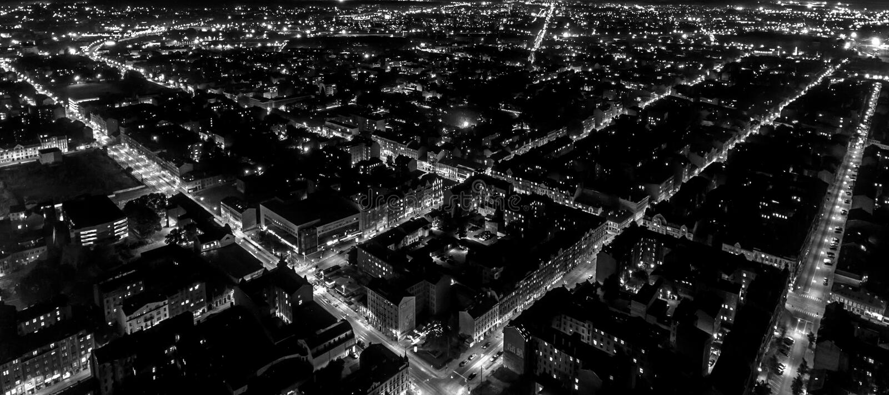 Het net van de nachtstad stock foto