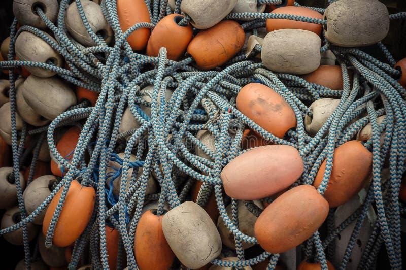 Het net van de visserij en vlotters stock afbeeldingen