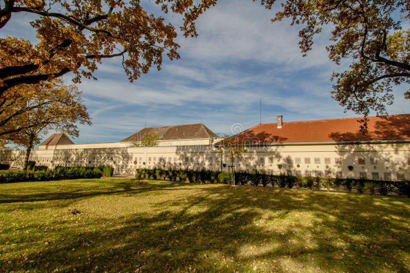 Het Neugebaude-kasteel met zijn park in de recente zomer Wenen, Oostenrijk royalty-vrije stock afbeeldingen