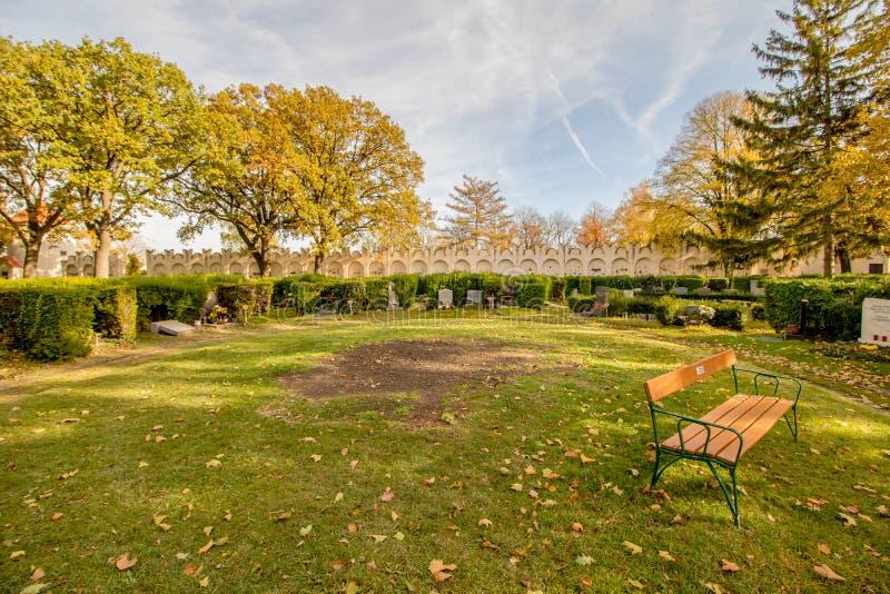 Het Neugebaude-kasteel met zijn park in de recente zomer Wenen, Oostenrijk stock foto