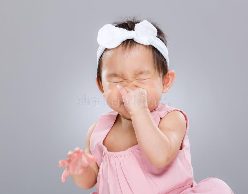 Het niesgeluid van het babymeisje royalty-vrije stock afbeelding