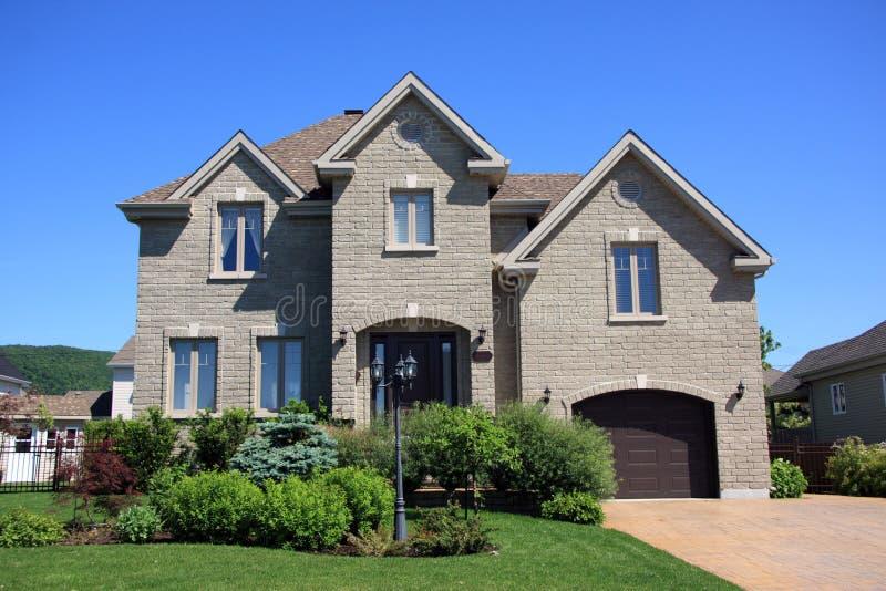 Het nieuwe huis van het prestige stock afbeelding afbeelding 5455183 - Huis van het wereldkantoor newport ...
