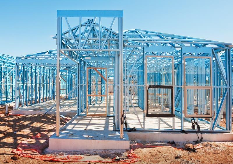 Het nieuwe huisbouw ontwerpen stock afbeelding