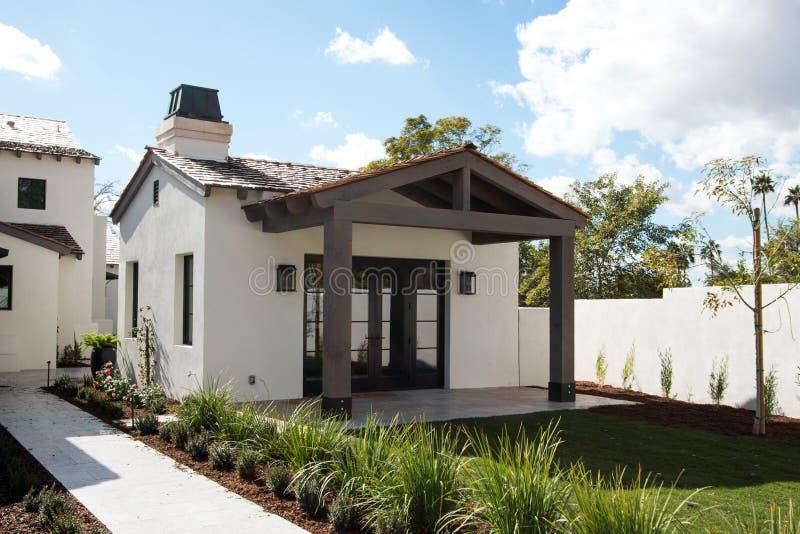 Het nieuwe Moderne Huis van de Huisgast stock foto