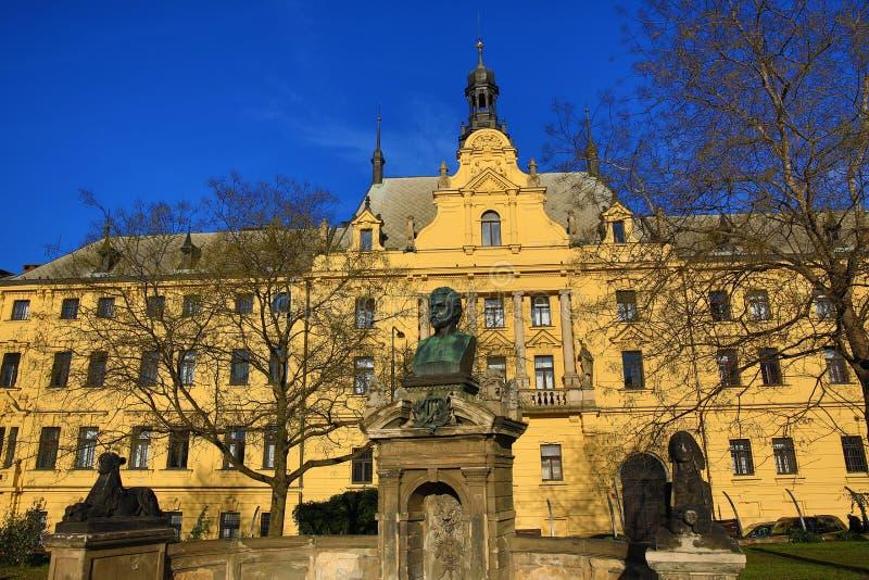 Het Nieuwe Stadhuis (Tsjech: Novom?stskáradnice), Oude Gebouwen, Nieuwe Stad, Praag, Tsjechische Republiek royalty-vrije stock foto's