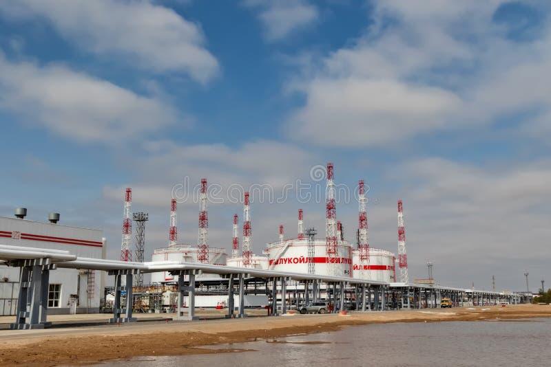 Het nieuwe tanklandbouwbedrijf met bliksemremhaken en mou van het leidingensysteem royalty-vrije stock afbeeldingen