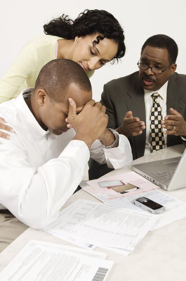 Het Nieuws van accountantsgiving couple bad stock foto's