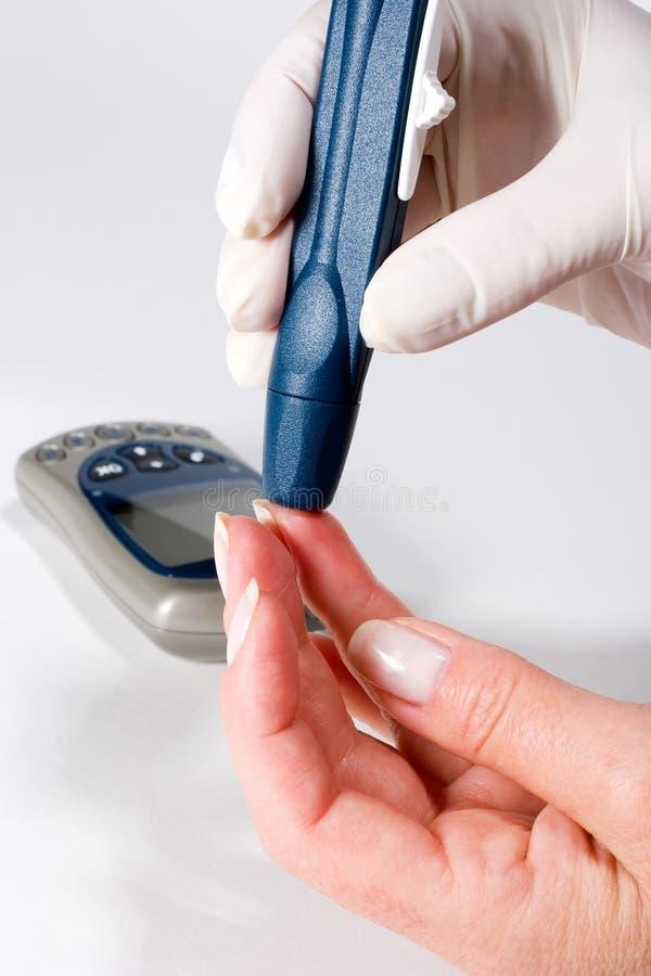 Het niveaubloedonderzoek van de glucose royalty-vrije stock afbeeldingen